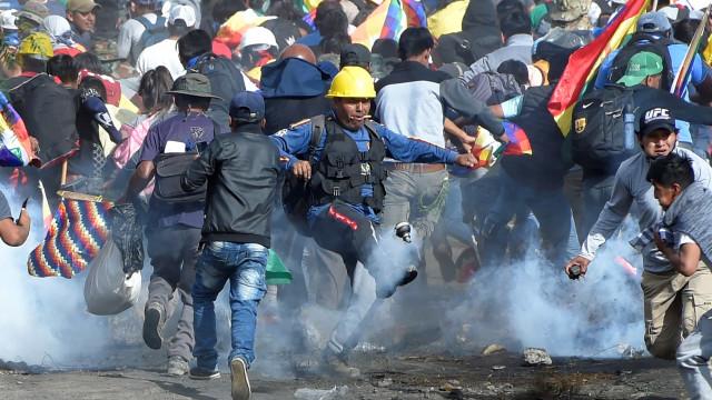 Violentas marchas pressionam queda de governo de transição na Bolívia