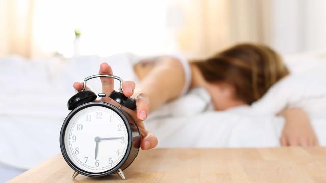 Qual a primeira coisa que faz ao acordar? Três hábitos para deixar já