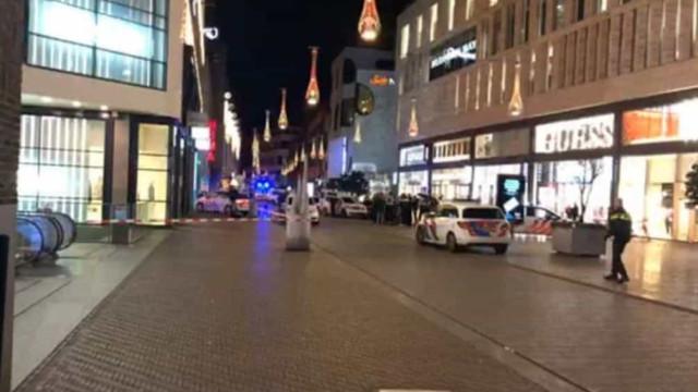 Três jovens esfaqueados em rua comercial de Haia