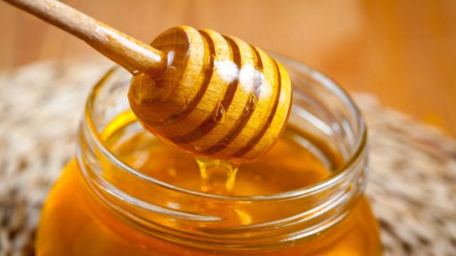 O mel é mesmo mais saudável do que o açúcar?