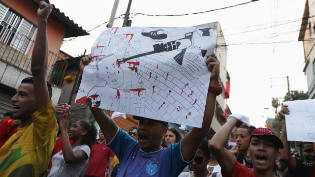 Moradores de Paraisópolis e parentes de vítimas realizam protesto