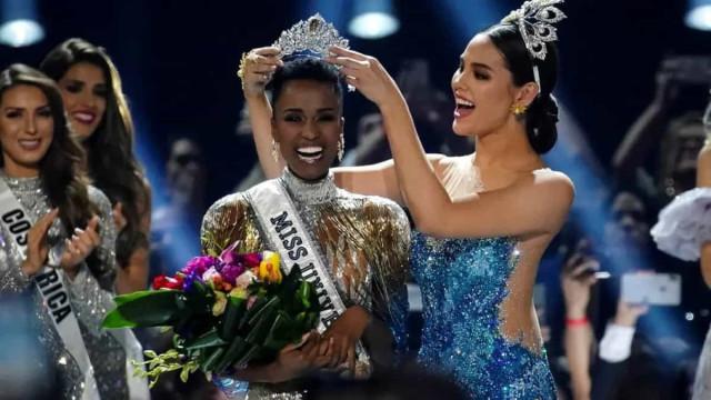 Sul-africana vence Miss Universo e leva 3ª coroa para seu país