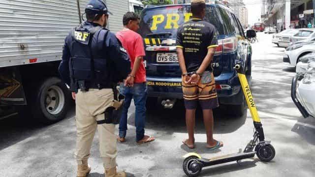 Homens são detidos por andarem de patinete na Ponte Rio-Niterói