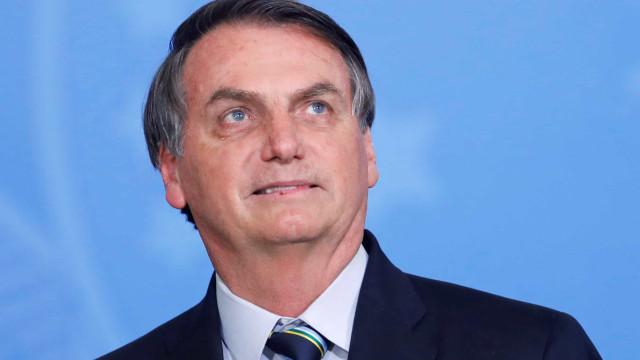Bolsonaro vai a culto e tira fotos na Praça dos Três Poderes