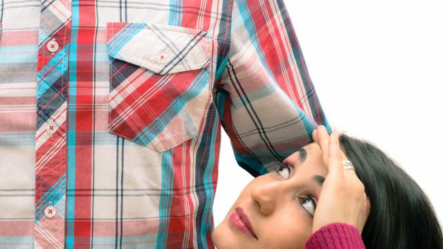 Mulheres baixas com homens altos são casais mais felizes, diz estudo