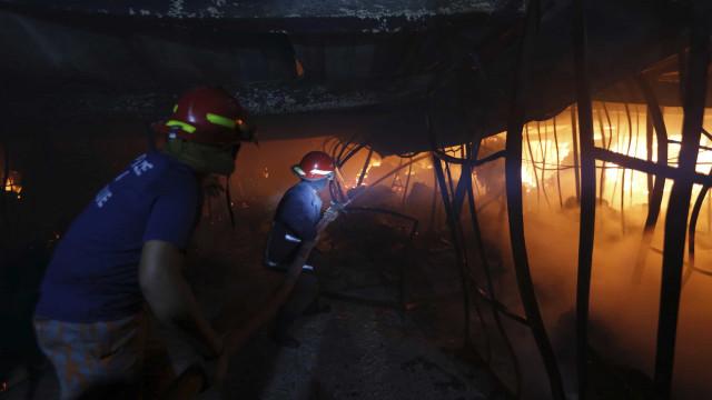 Dez pessoas morrem em incêndio em fábrica de ventiladores no Bangladesh