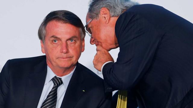 Bolsonaro sanciona corte de salário, mas veta desoneração da folha