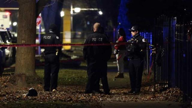Tiroteio faz treze feridos, quatro graves, numa casa em Chicago