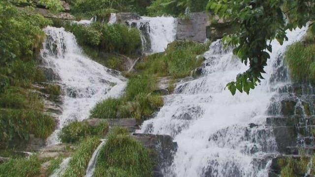 Cinco pessoas morrem tingidas por tromba d'água em cachoeira de Minas