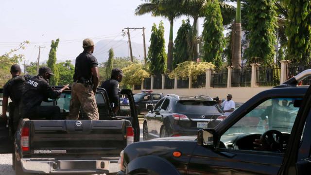 Homens armados atacam aldeia e matam 19 pessoas no centro da Nigéria