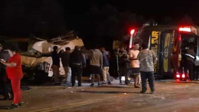 Acidente com ônibus mata 16 pessoas no Peru