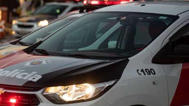 Após PM ser absolvido, viaturas rondam casa de jovem negro morto em SP