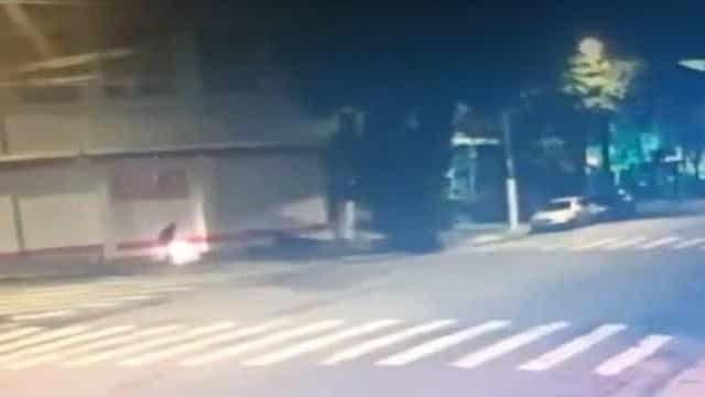 Polícia identifica suspeito de atear fogo em morador de rua