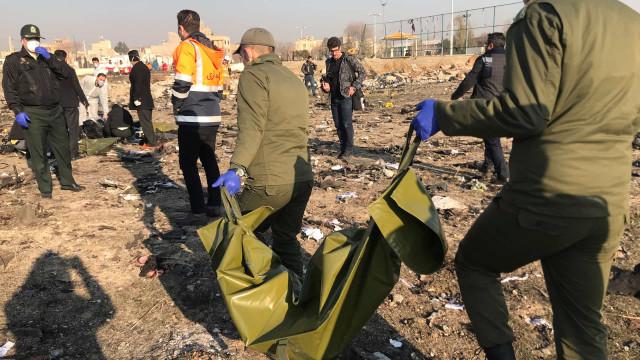 Avião ucraniano cai no Irã e deixa ao menos 170 mortos