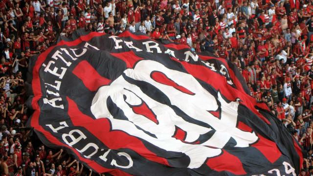 Athletico-PR bate Colo-Colo com dois gols contra e se isola na liderança do grupo