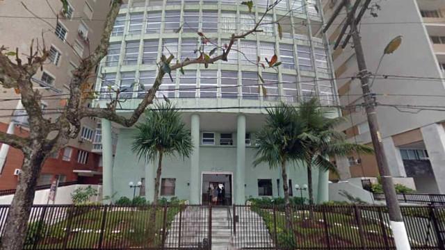 Menino de cinco anos morre ao cair de 5º andar de prédio em Guarujá