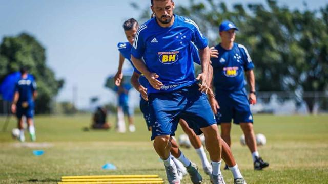 Edilson aceita redução de salário e decide ficar no Cruzeiro
