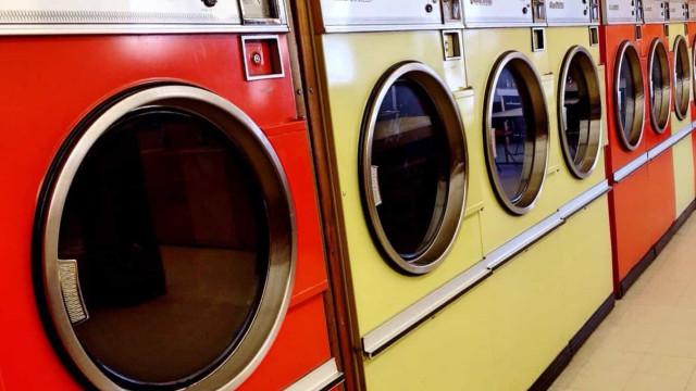Criança morre após entrar em máquina de lavar roupa