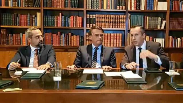 Bolsonaro e Alvim anunciam editais para rever a história do Brasil
