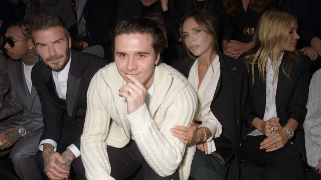 Filho de David e Victoria Beckham quer casar após cinco meses de namoro