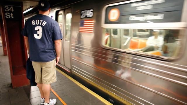 Pai adormece e deixa bebê em estação do metro nos EUA