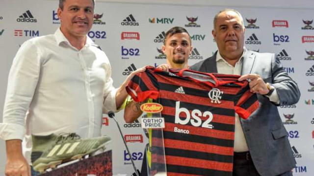 Michael chega ao Flamengo e promete futebol raiz