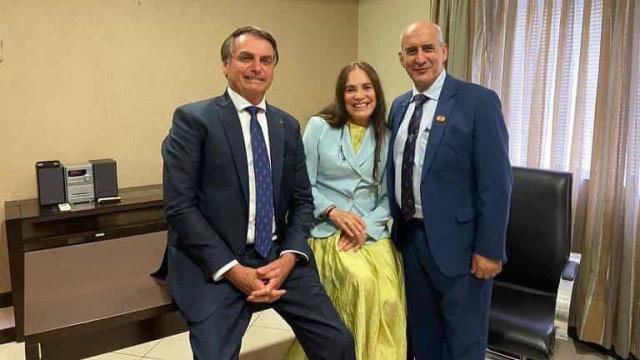 Bolsonaro está com saudade de Regina Duarte mas mulher não pode saber