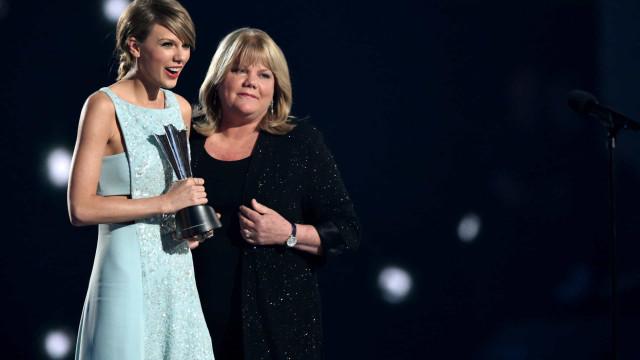 Taylor Swift revela que mãe enfrenta um tumor no cérebro