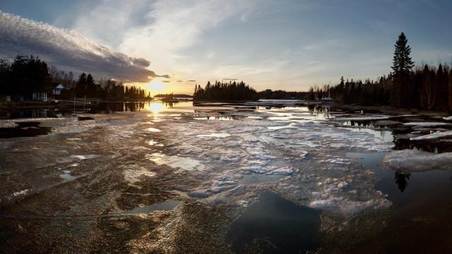 Uma pessoa morreu e 5 turistas desapareceram após acidente no Canadá