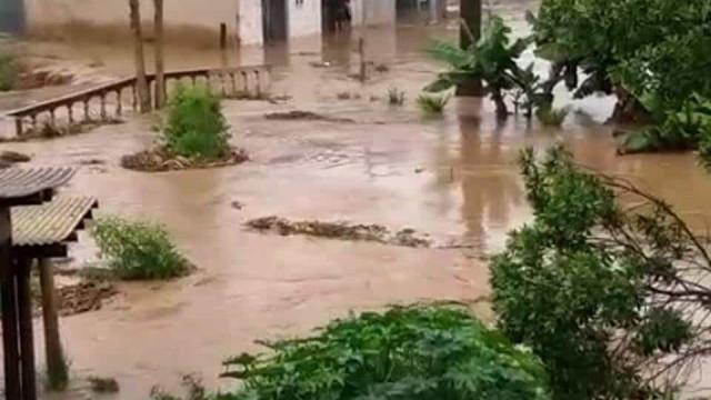 Açude se rompe no Vale do Jequitinhonha, em Minas Gerais