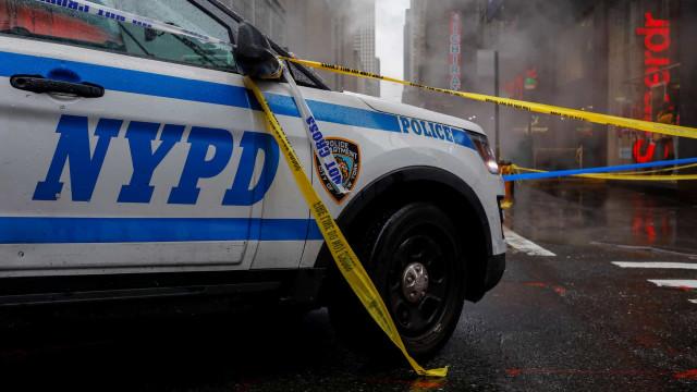 Nova York: Carros da polícia colidiram e quatro agentes ficaram feridos