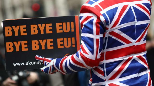 Britânicos continuam divididos mesmo depois de optarem pelo Brexit