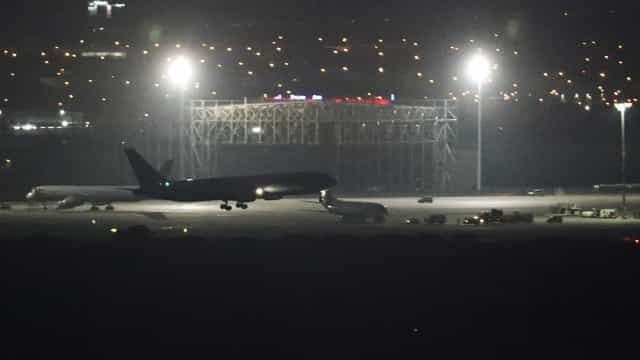 Avião da Air Canada sem uma roda pousa com sucesso em Madrid