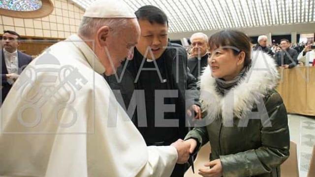 Papa Francisco se encontrou com mulher em quem deu palmada