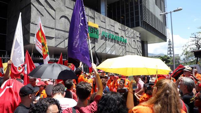 Grevistas pressionam Petrobras por fábrica no PR