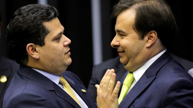 Reeleição de Maia e Alcolumbre só será possível se Constituição for alterada