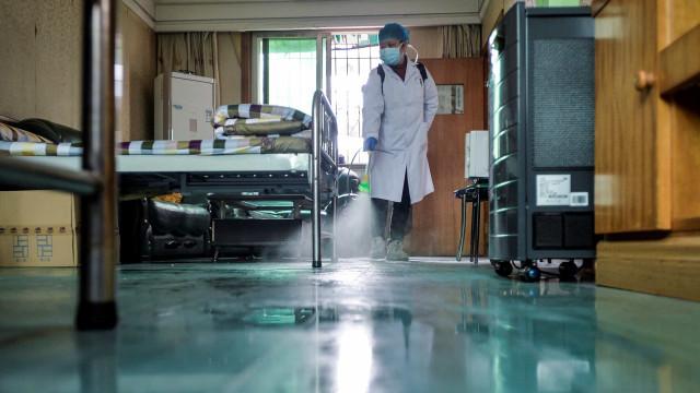 Navio com dois casos suspeitos do novo coronavírus atracará em Santos
