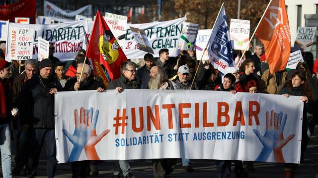 Manifestantes protestam contra a extrema-direita na Alemanha