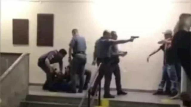 Policiais agridem jovens em escola de São Paulo e são afastados