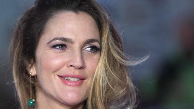 Drew Barrymore diz que ator de 'As Patricinhas de Beverly Hills' foi primeiro namorado dela