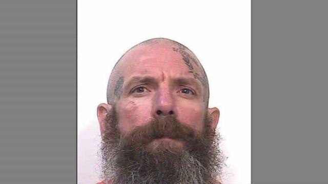 Prisioneiro confessa ter agredido dois pedófilos até à morte na cadeia