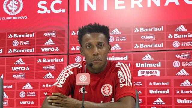 Moisés treina e ganha força para voltar ao Inter na Libertadores
