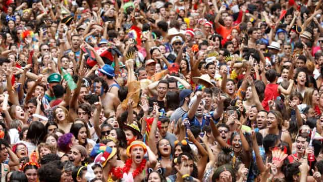 Carnaval de rua reúne 6 milhões de pessoas no Rio