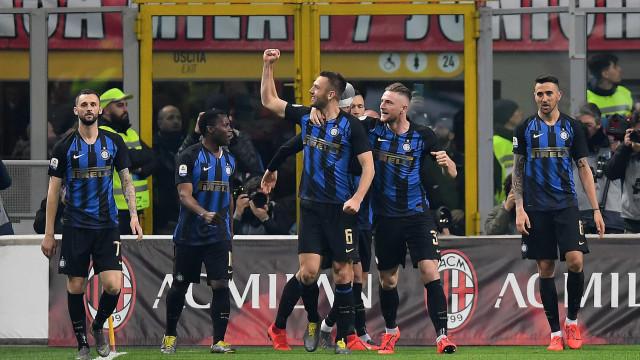 Inter de Milão joga sem torcida por temor ao coronavírus