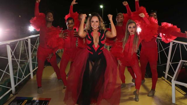Daniela Mercury critica censura na Ancine durante desfile em Salvador