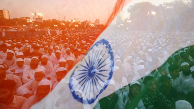Bairro de Nova Délhi é isolado após contágios em reunião religiosa