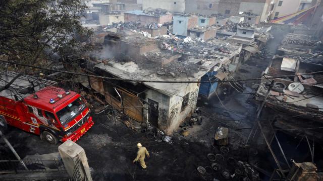 Confronto entre muçulmanos e hindus deixa 22 mortos na Índia