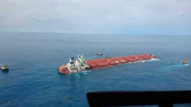 Marinha confirma vazamentos em navio que está afundando no Maranhão
