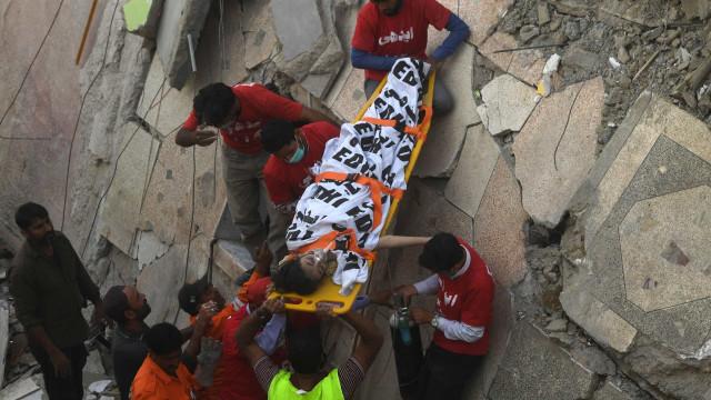 Desmoronamento de edifício no Paquistão provoca pelo menos 11 mortos