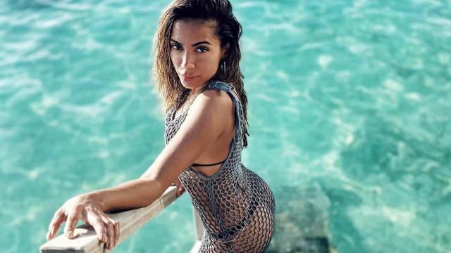 Longe do coronavírus, Anitta aproveita paraíso tropical